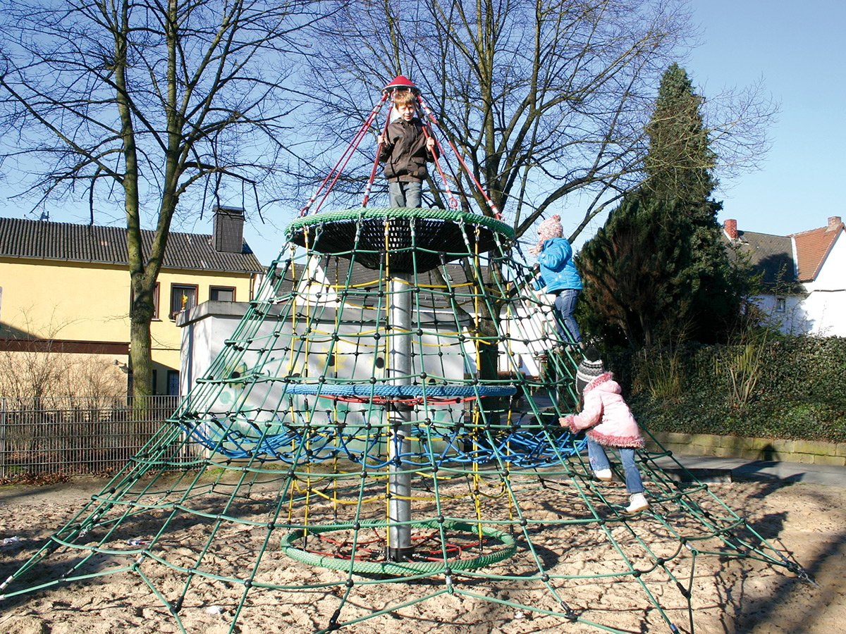 Dino 2 rope net pyramid