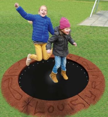 Trampolin Circus with closed mat